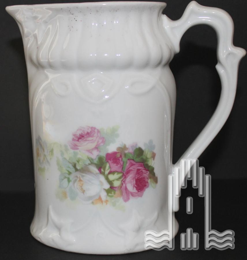 Milchkännchen aus Porzellan mit Rosenmotiv